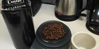 Coffee O'Clock with some crazy good Ecuador Maputo single origin from  @castlecoffeeroasters